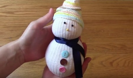 MAKING A SOCK SNOWMAN!