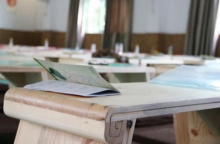 教室と机と教科書